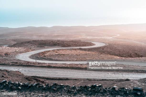winding road to cofete, fuerteventura, canary islands - francesco riccardo iacomino spain foto e immagini stock
