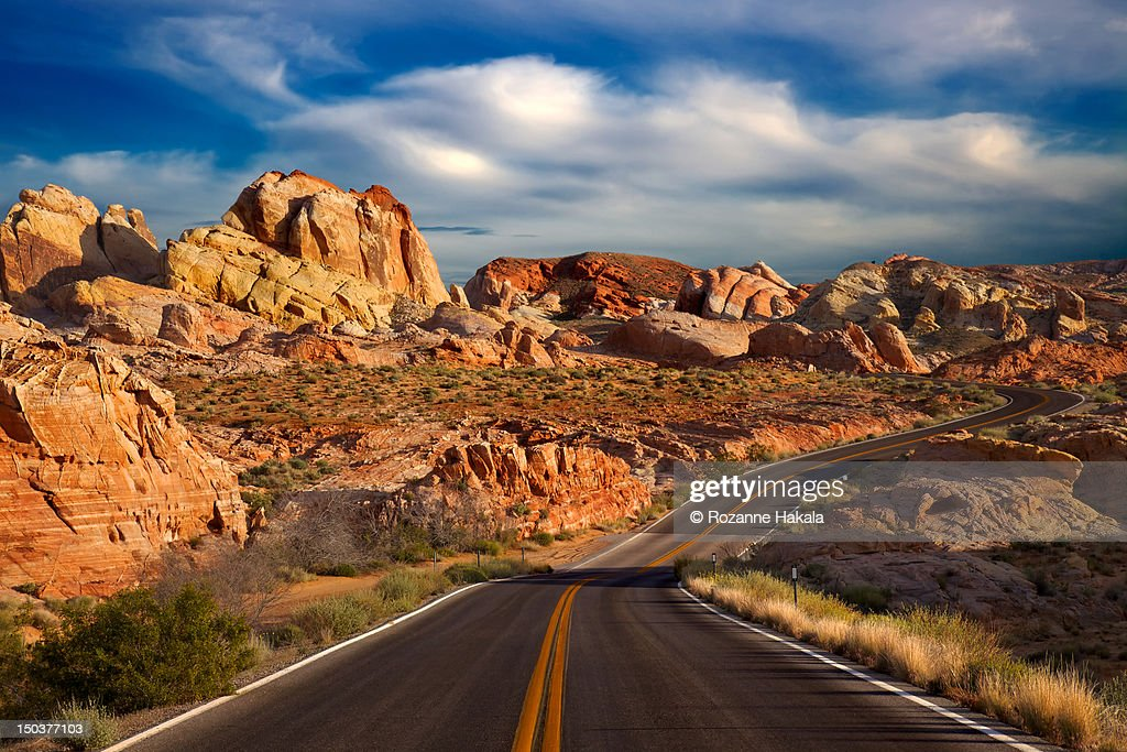 Winding road, valley of fire state park : ストックフォト