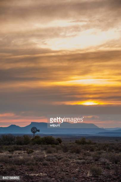 windmill at karoo sunset - lençol freático imagens e fotografias de stock