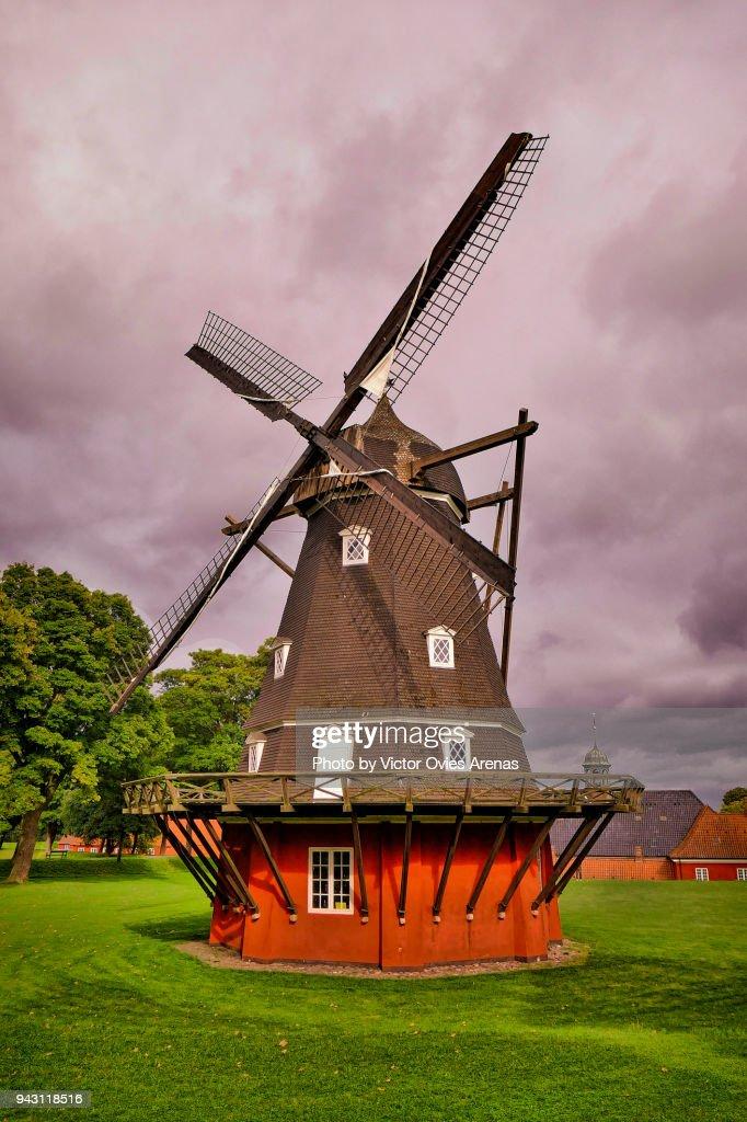 Windmill in Copenhagen's Kastellet Park, Denmark : Foto de stock