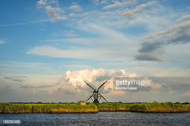 windmill in rural landscape - friesland noord holland stockfoto's en -beelden