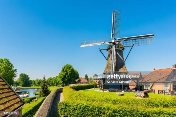 windmill in sloten netherlands - friesland noord holland stockfoto's en -beelden