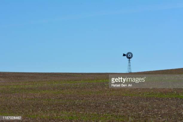 windmill in the outback of australia - rafael ben ari stock-fotos und bilder