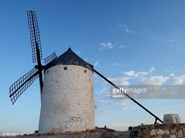 windmill in the town of consuegra in the province of toledo - castilla la mancha fotografías e imágenes de stock