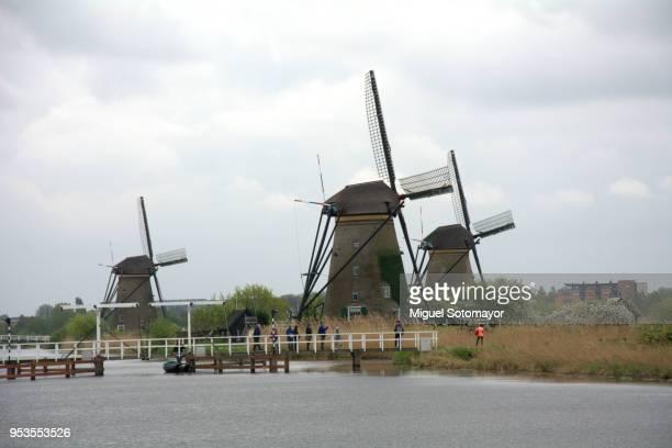 windmill of kinderdijk - キンデルダイク ストックフォトと画像