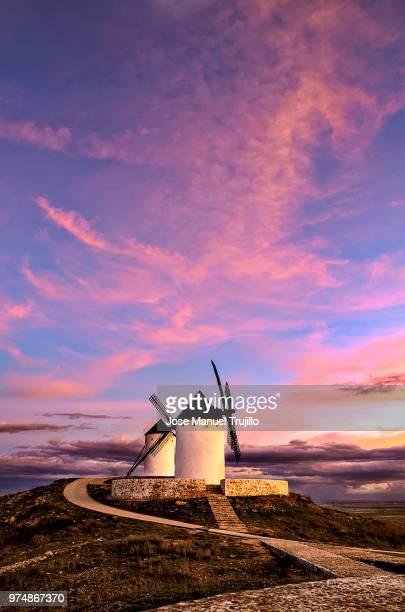windmills, alcazar de san juan, la mancha, spain - castilla la mancha fotografías e imágenes de stock
