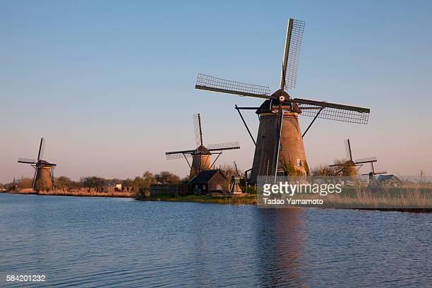 windmills at dusk - キンデルダイク ストックフォトと画像