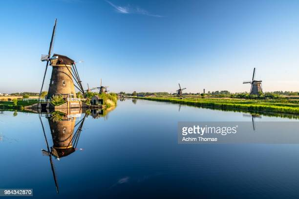 windmills at kinderdijk, netherlands, europe - niederlande stock-fotos und bilder