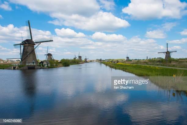 windmills in the netherlands - キンデルダイク ストックフォトと画像