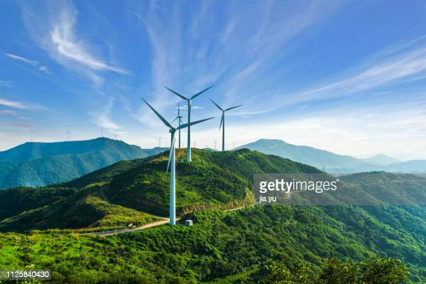 windmills in zhoushan - windenergie stockfoto's en -beelden