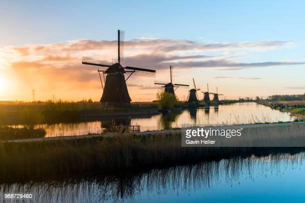windmills, kinderdijk, unesco world heritage site, netherlands, europe - キンデルダイク ストックフォトと画像