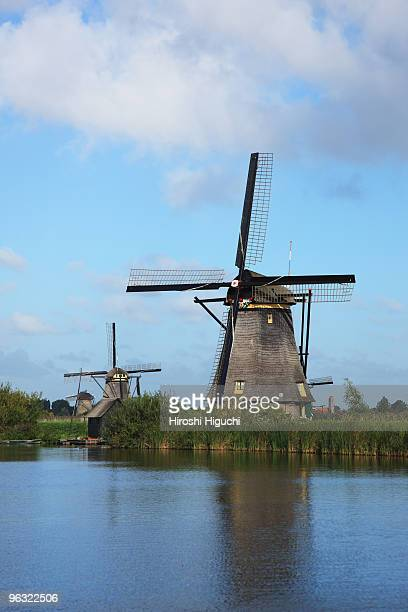 windmills of kinderdijk - キンデルダイク ストックフォトと画像