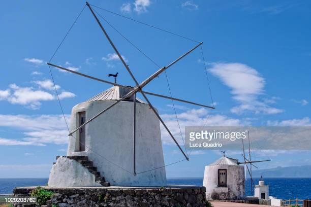 windmills on corvo island - cultura portuguesa fotografías e imágenes de stock