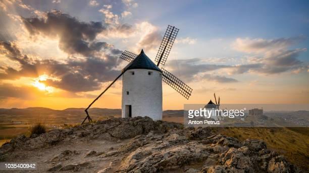 windmills on hill at sunset in consuegra, mancha, spain - castilla la mancha fotografías e imágenes de stock