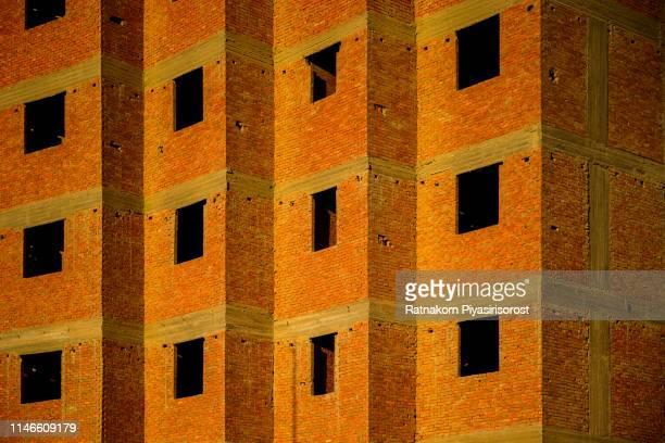 window and brick of unfinish house in cairo, egypt - kairo stock-fotos und bilder