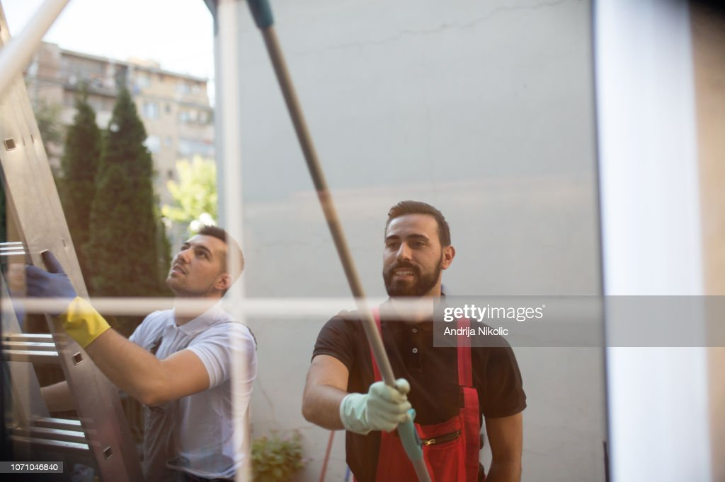 Window cleaners working together : Stock Photo