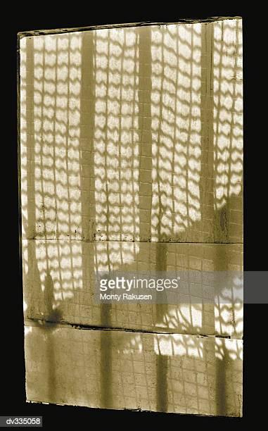 window covered with fabric,light shining through - monty shadow - fotografias e filmes do acervo