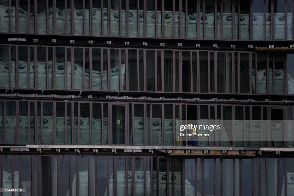 Window Fitter : News Photo