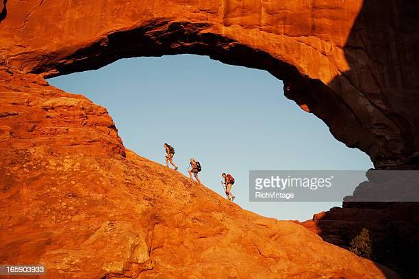 janela de choques - rocha vermelha imagens e fotografias de stock