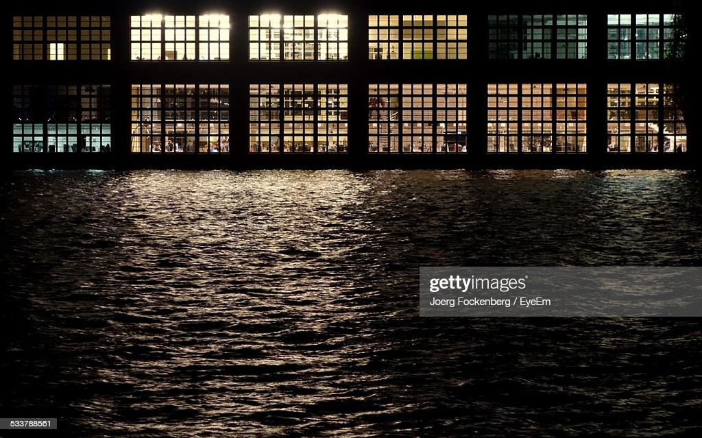 Window Of Building By Pool : Foto stock