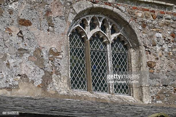 window of old church - howard,_wisconsin stock pictures, royalty-free photos & images
