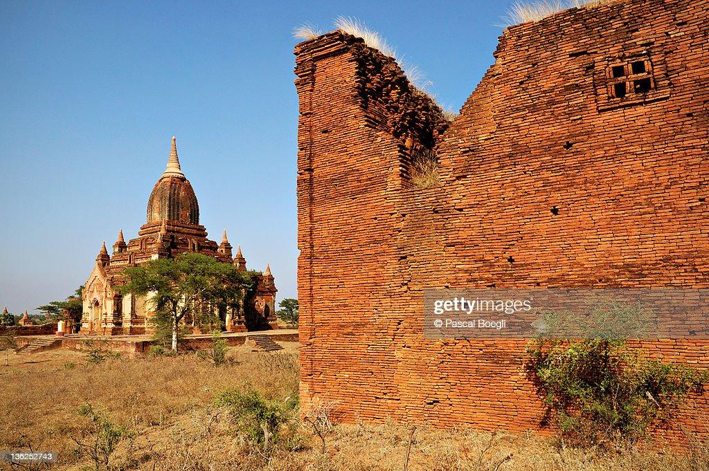 Window on past - Bagan : Stock Photo