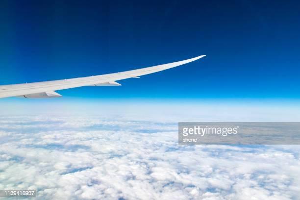 window seat view in the aircraft - inquadratura da un aereo foto e immagini stock