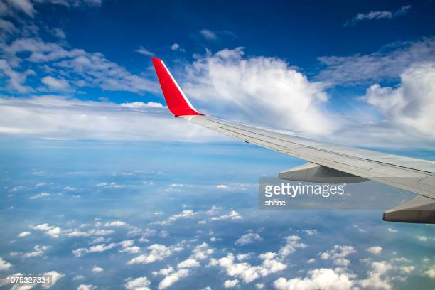 window seat view - inquadratura da un aereo foto e immagini stock