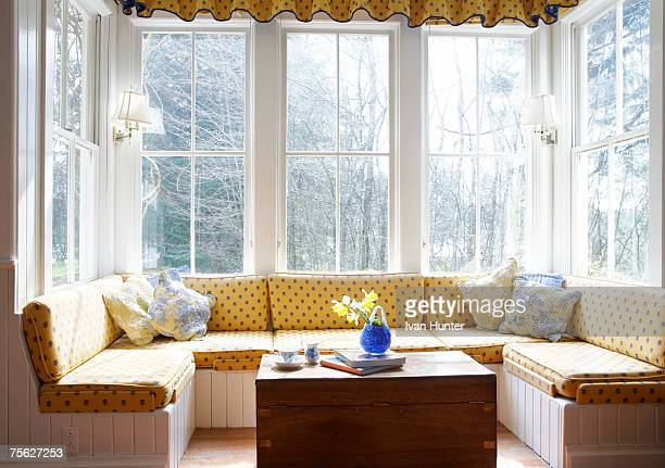 window seat with table - erker stockfoto's en -beelden