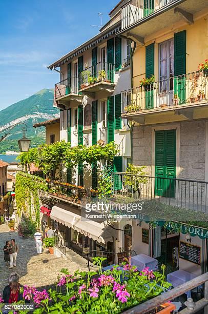 window shopping in bellagio - como itália - fotografias e filmes do acervo