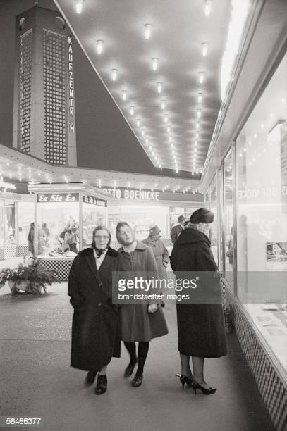Window shopping in the streets of WestBerlin Photography 1961/62 [Frauen beim Schaufensterbummel in den Strassen von WestBerlin Photographie 1961/62]