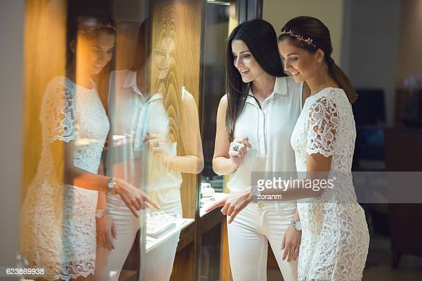 window shopping - jewelry store stock pictures, royalty-free photos & images