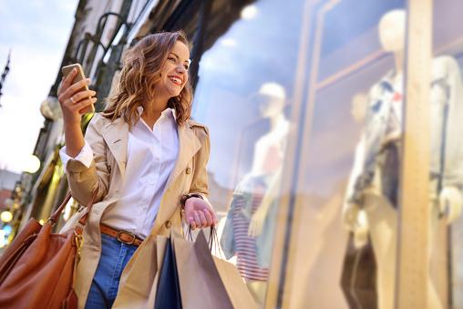 Window shopping 867339374