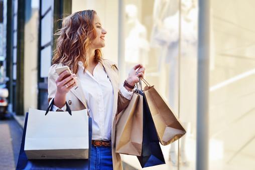 Window shopping 867341470