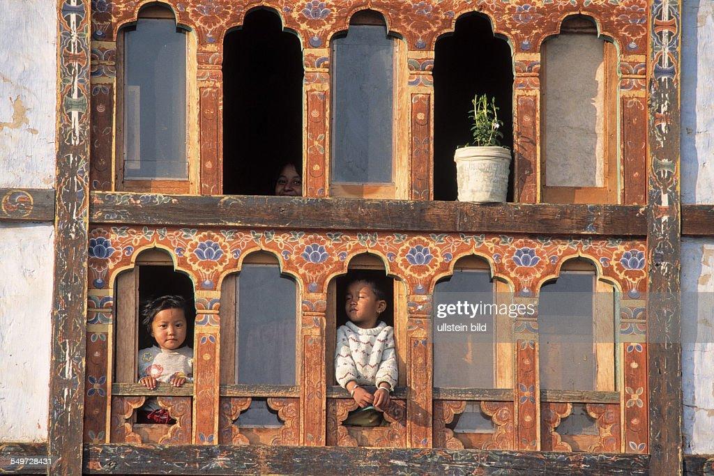 Window with children in Paro : News Photo