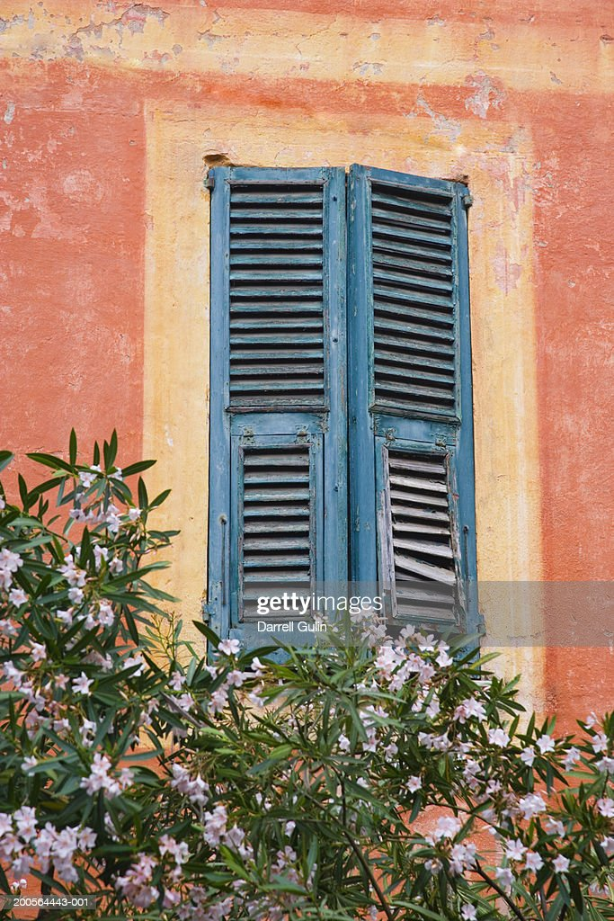 Merveilleux Window With Shutters, Low Angel View : Stock Photo