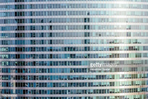 windows at the office building - façade photos et images de collection