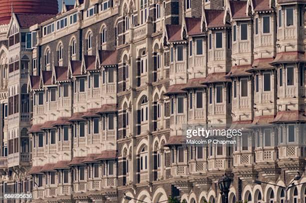 "windows of taj mahal palace hotel, mumbai, india - india ""malcolm p chapman"" or ""malcolm chapman"" ストックフォトと画像"
