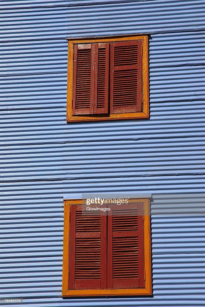 Windows on the wall of a building, Caminito, La Boca, Buenos Aires, Argentina : Stock-Foto