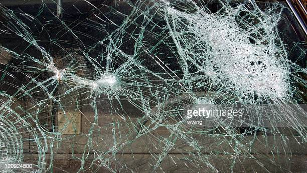 Windshield with multiple points creating shattering