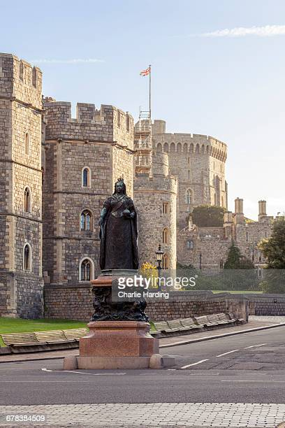 windsor castle and statue of queen victoria at sunrise, windsor, berkshire, england, united kingdom, europe - queen victoria stock pictures, royalty-free photos & images