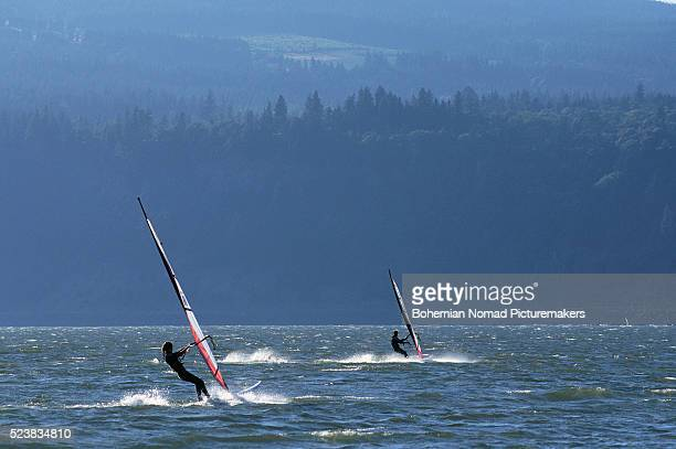 windsurfing on the columbia river - hood river stock pictures, royalty-free photos & images