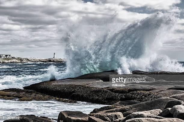 windswept surfen am peggys cove - brandung stock-fotos und bilder