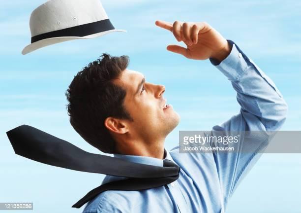 風が強い日 - ネクタイ ストックフォトと画像