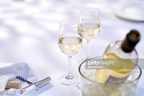wine alfresco - white wine stock pictures, royalty-free photos & images