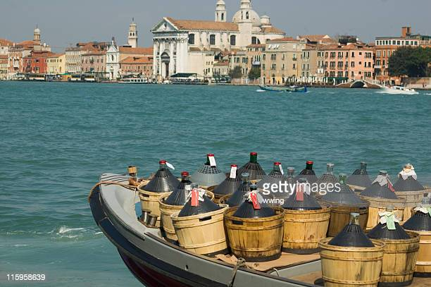 wine barge in venice - veneto stock pictures, royalty-free photos & images