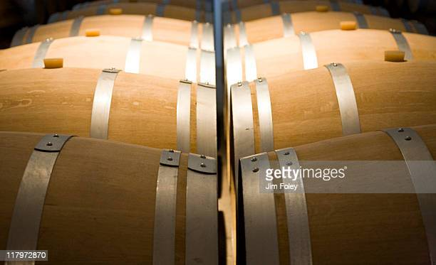 wine barrels, bordeaux, france - margaux photos et images de collection