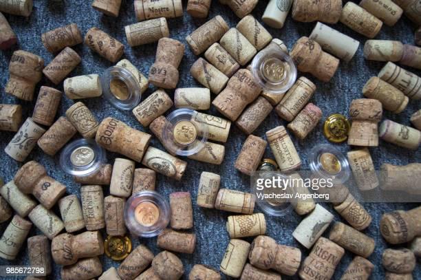 wine bottle cork stoppers used for sealing wine bottles in great variety - argenberg stock-fotos und bilder