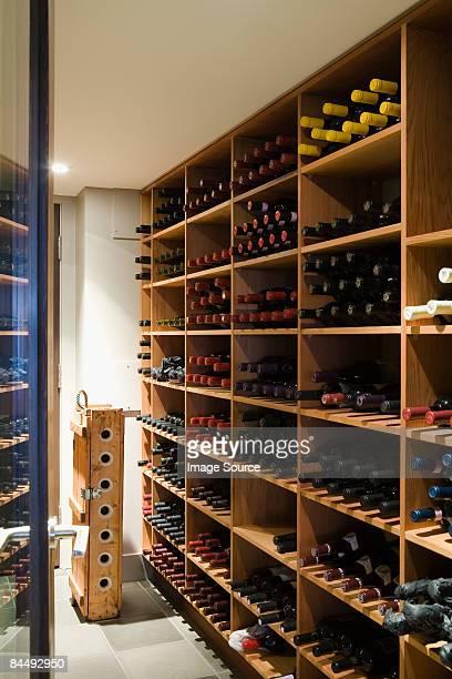 wine cellar - ワインセラー ストックフォトと画像