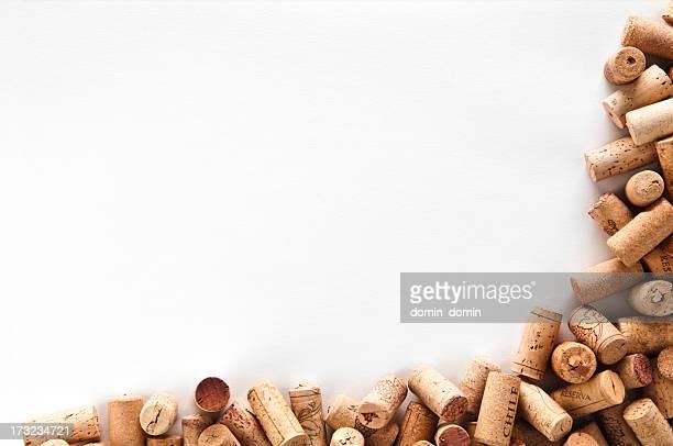 Rolhas de vinho moldura isolado em fundo branco